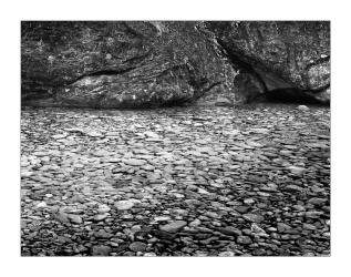 Pebbles bed at Sadernes River