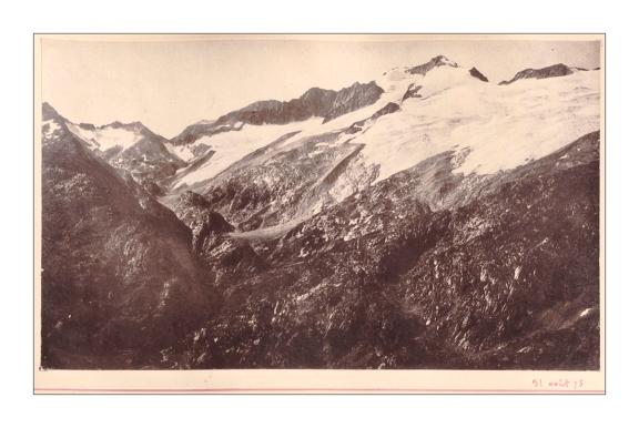 Figura 2. Glaciar del Aneto desde la Tuca de Bargás, tomada por Maurice Gourdon el 31 de agosto de 1875. Cortesía del PyrenMuseu de Salardú/Naut Aran (hacer click en la imagen para ver una versión ampliada).