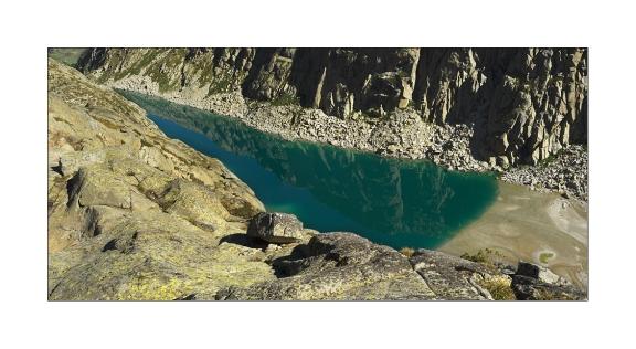 Imagen 2. Ibón de Barrancs desde la cima del Turonet del mismo nombre (hacer click en la imagen para ver una versión ampliada).